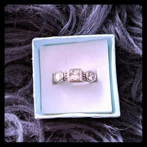 Gorgeous Judith Ripka 3-stone Sterling Silver Ring